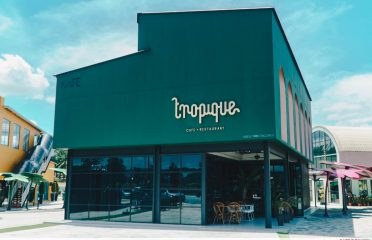 Tropique Cafe & Restaurant